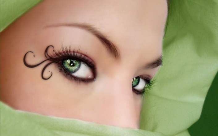 fantasy-and-gothic-pictures-woman-with-green-eyes-and-green-scarf